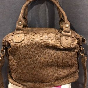 Faux snack skin shoulder bag in perfect condition.